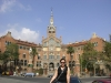 Alice vor dem Hospital de Sant Pau
