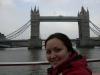 Alice vor der Tower Bridge