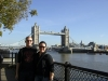 Wir vor der Tower Bridge