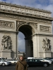 Ich vor dem Arc de Triomphe