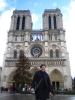 Alice vor Notre Dame